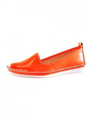 Lakuotos odos oranžiniai bateliai