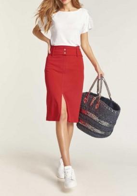 Raudonas sijonas su diržu