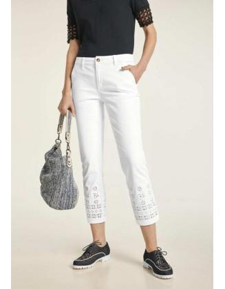 Baltos siuvinėtos kelnės