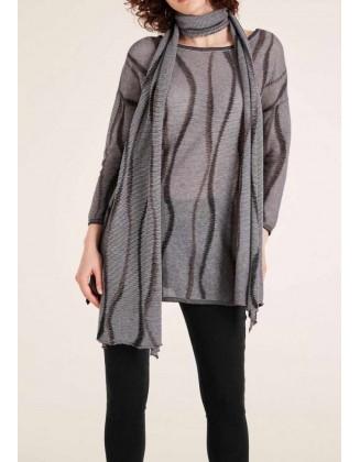Pilkas megztinis su šaliku