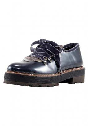 Patent leather lace-up shoe, grey