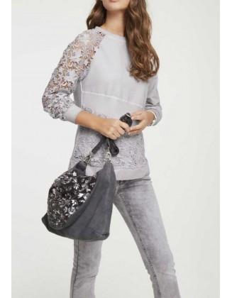 Pilkas nėriniuotas megztinis