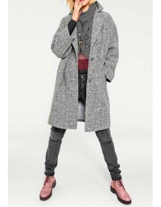 Pilkas laisvo stiliaus paltas su vilna