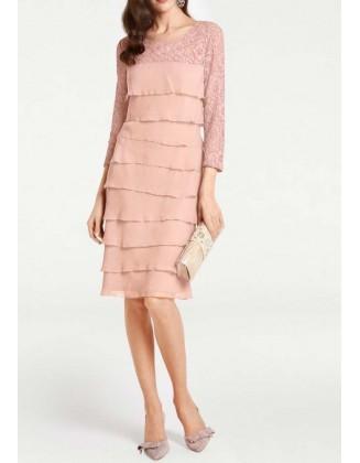 Didesnio dydžio rausva sluoksniuota suknelė