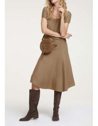 "Megzta suknelė su vilna ""Camel"""