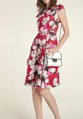 Raudona suknelė su gėlių motyvais