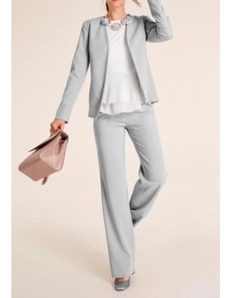 Pilkas elegantiškas kostiumas