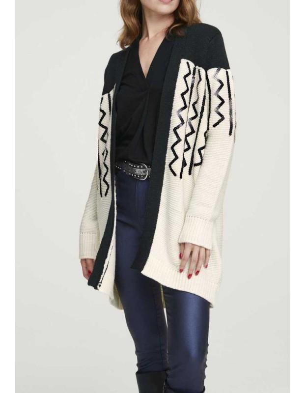 Ilgas žvyneliais dekoruotas megztinis