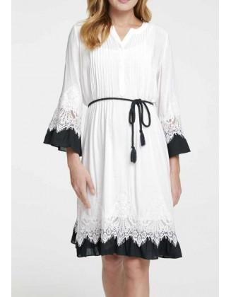Balta kontrastinga suknelė