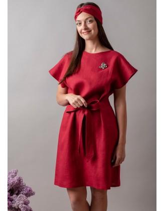Raudona lininė suknelė