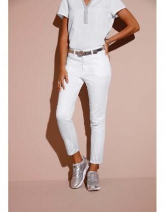 Balti didesnio dydžio džinsai