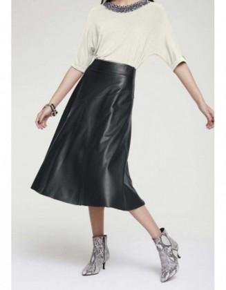 Didesnio dydžio odinis sijonas
