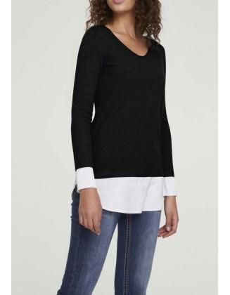 Juodas megztinis su marškinių imitacija