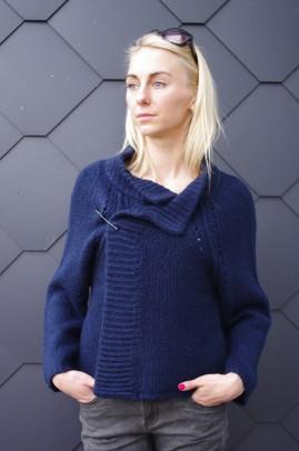 Mėlynas megztinis su sage. Liko S/M dydis