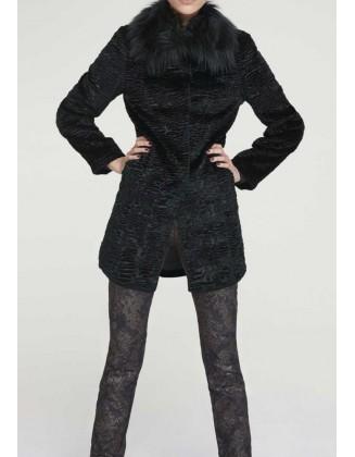 Juodas kailinis paltukas