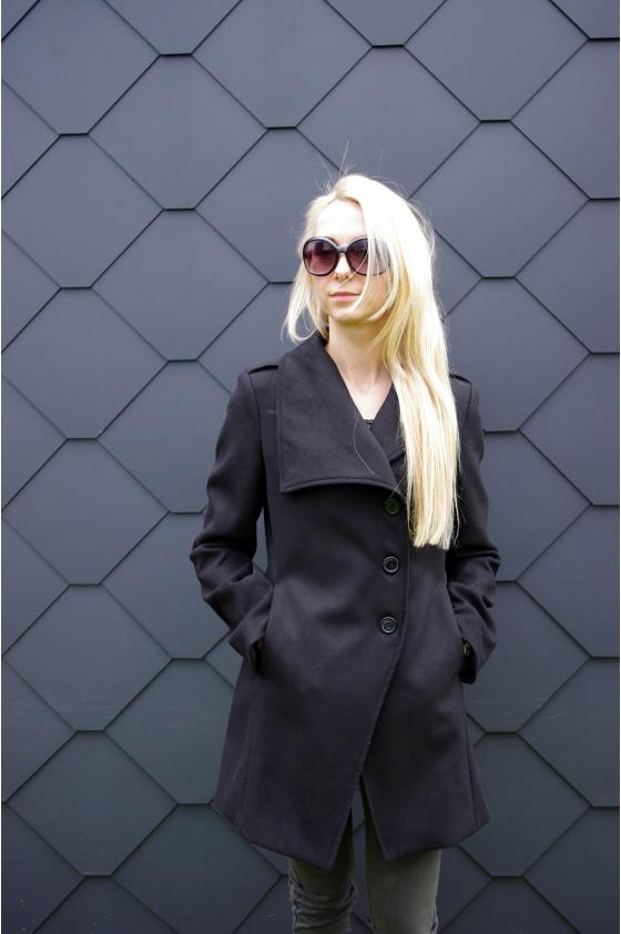 Juodas klasikinis paltas
